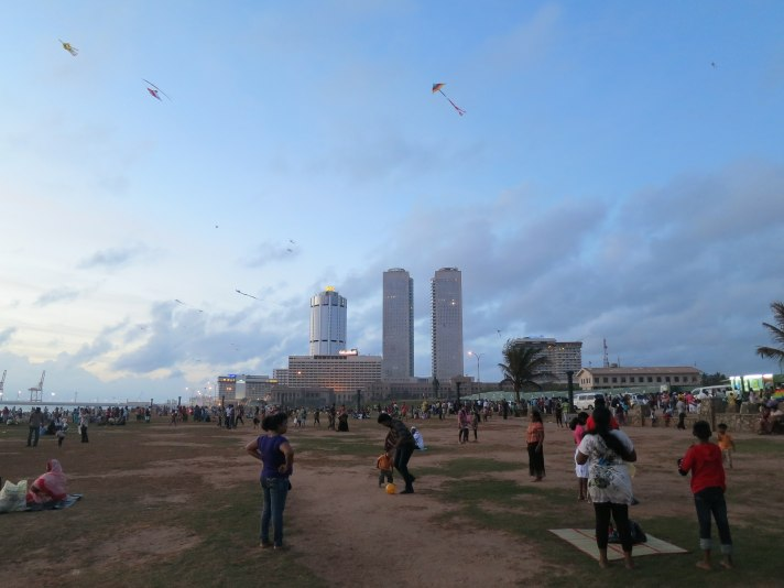 Colombo_galle_face_on_Sunday