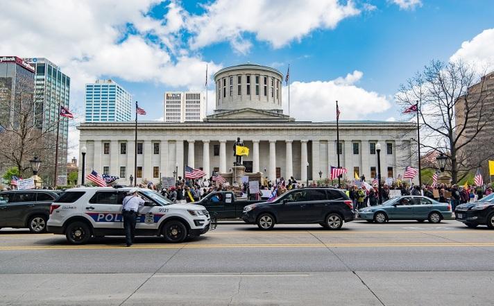 1599px-Columbus_coronavirus_protests_at_the_Ohio_Statehouse,_2020-04-18c